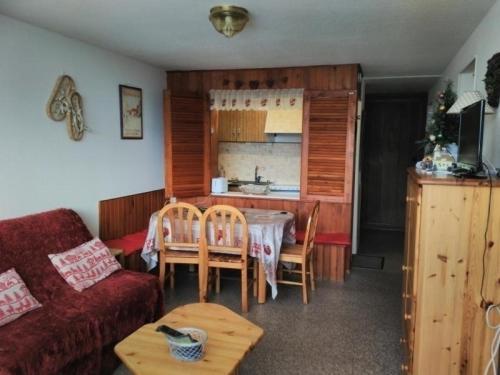 Appartement Besse-et-Saint-Anastaise-Super Besse 3 pièces 6 personnes - FR-1-395-23