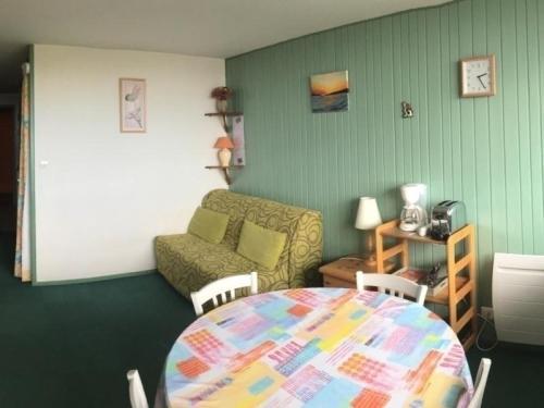 Appartement Besse-et-Saint-Anastaise-Super Besse 1 pièce 4 personnes - FR-1-395-13