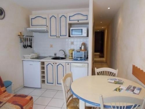 Appartement Besse-et-Saint-Anastaise-Super Besse 1 pièce 4 personnes - FR-1-395-27