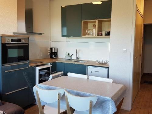Appartement Besse-et-Saint-Anastaise-Super Besse 1 pièce 4 personnes - FR-1-395-47