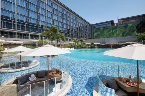 . Hilton Manila