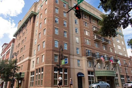 . Holiday Inn Express Savannah - Historic District, an IHG Hotel