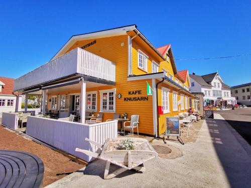 . Henningsvær Guesthouse