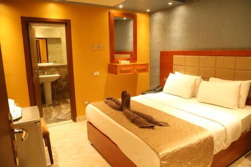 Grand Nile Royal Hotel at Nile Plaza - image 3