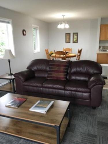 Modern 3 bedroom apartment in South Lethbridge #2 - Lethbridge, AB T1K 6Y5