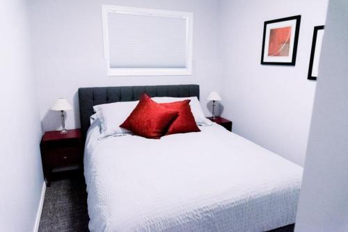 Cozy 3 Bedroom Apartment #4 South Lethbridge - Lethbridge, AB T1K 6Y5