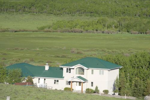 Waterton Country Villas- 4 Private Room w a view - Waterton Park, AB T0K 2M0
