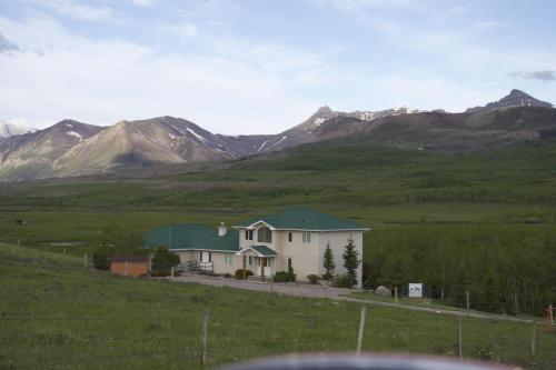 Waterton Country Villas- 3 Private Room w a view - Waterton Park, AB T0K 2M0