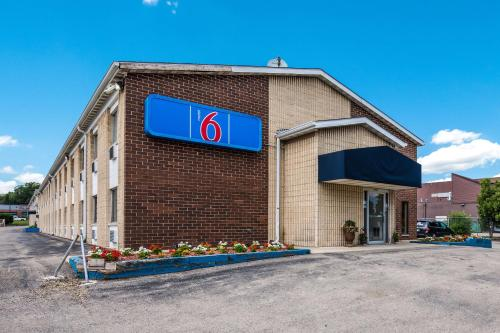 Motel 6-Madison WI - East