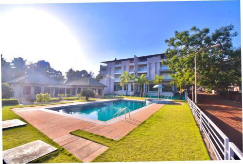 . Hotel Sadhana Executive