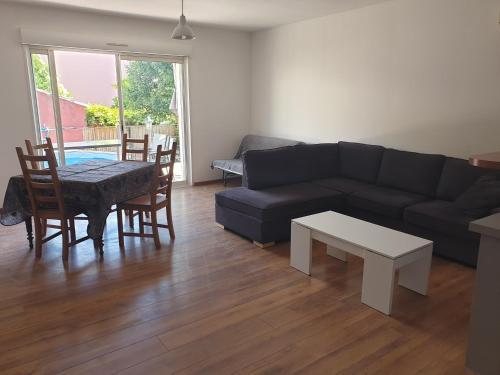 Maison individuelle entièrement équipée face aux arènes - Location, gîte - Béziers