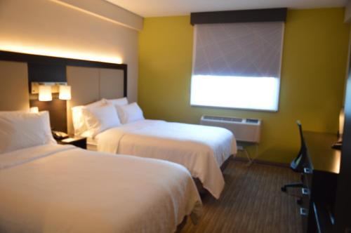Holiday Inn Express Maspeth, an IHG Hotel - image 7