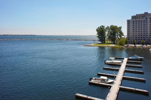 Accessible, Guest room, 1 Queen, Waterfront