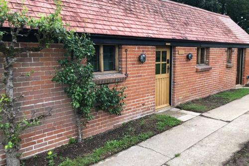 2 Bedroom Cottage On The Orchard Of A Manor House