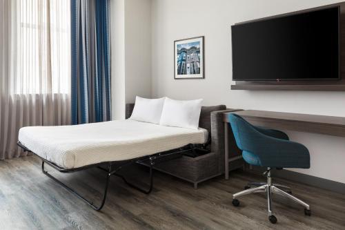 Hampton Inn & Suites Baltimore Inner Harbor Main image 2