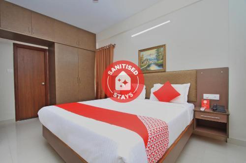 Vaccinated Staff - OYO 10379 Hotel Varcity Sapphire