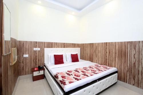 . OYO 12163 Hotel Aaryan