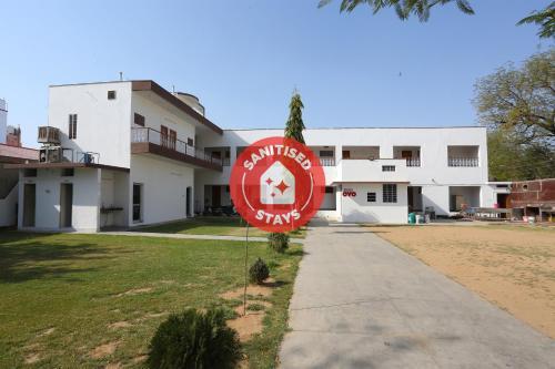 . OYO 29211 Mehandi Bagh Palace