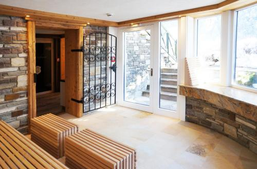 Фото отеля Aparthotel Landhaus St. Joseph (Indoor Pool)