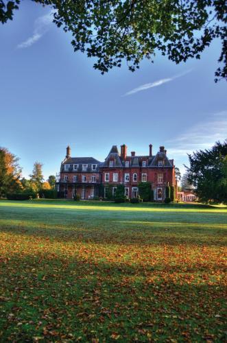 Chesham Road, Wigginton, Hertfordshire, HP23 6HX, England.