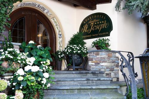 Aparthotel Landhaus St. Joseph (Indoor Pool) - Accommodation - Mayrhofen
