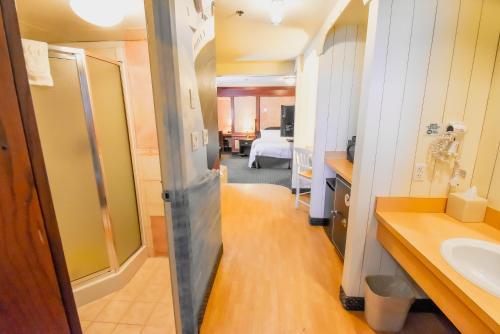 Canad Inns Destination Centre - Fort Garry - Winnipeg, MB R3T 2G2