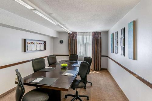 Quality Inn And Suites Montreal East - Photo 8 of 24
