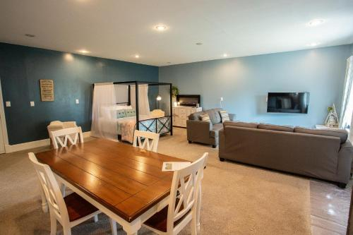 Beautiful & Relaxed Detached Mother-in-law Suite