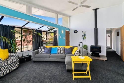 Lakeview Retreat (5 Bedrooms) - Accommodation - Rotorua