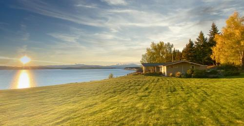 . Pukaki Lakeside Getaway NZ