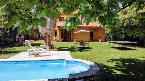Amarilla House Casa en Chacras de Coria
