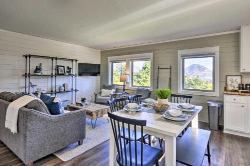 Scenic Studio with Loft and View of the Columbia River - Apartment - Carson