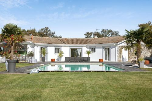 . Villa with 6 bedrooms in Saint Germain d'Esteuil with private pool enclosed garden and WiFi 20 km from the beach