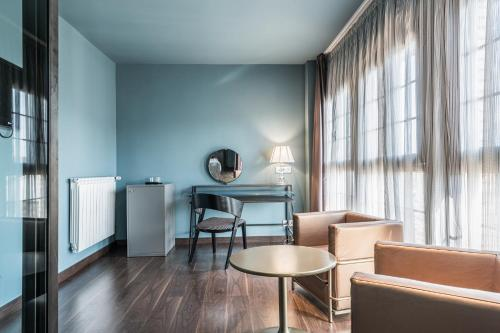 Suite Pamplona Catedral Hotel 16