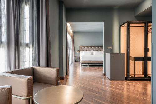 Suite Pamplona Catedral Hotel 11
