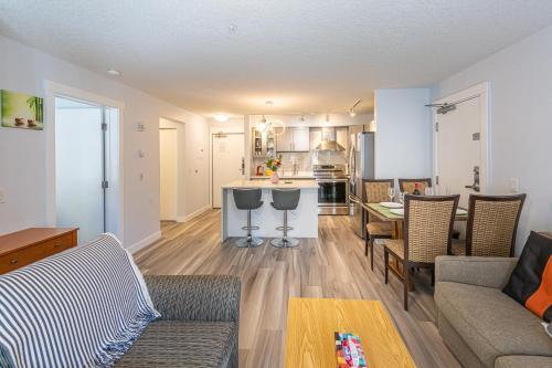 . WindTower Resort - Luxurious 2 Bedroom Condo 166-168
