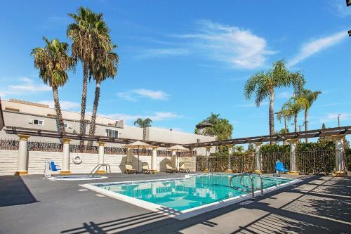 Stanford Inn & Suites Anaheim - Anaheim, CA CA 92802