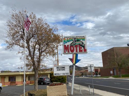 . Rainbow Motel