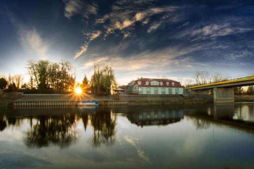 . Dom nad rzeką