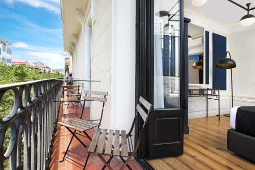 Double or Twin Room with Balcony Hotel Market 5