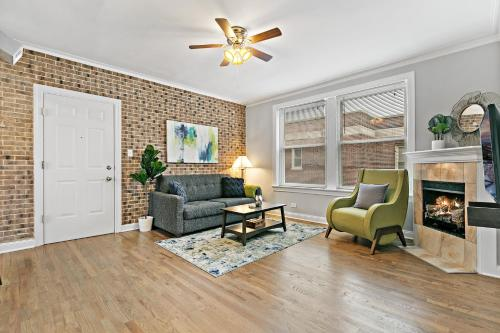 Rest Well in 1BR Apt Secure Wicker Park Community