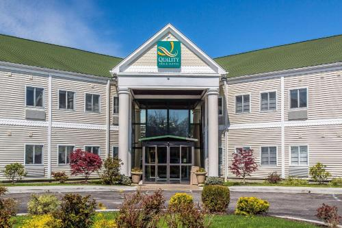 . Quality Inn and Suites Newport - Middletown