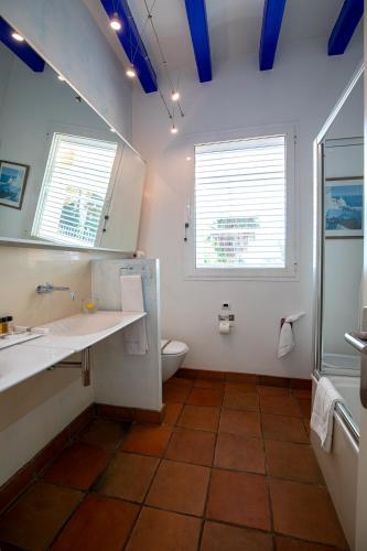Double Room with Sea View Hotel Tancat de Codorniu 1