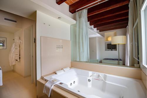 Habitación Doble Estándar Superior Hotel Tancat de Codorniu 2