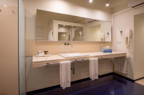 Superior Double Room with Hot Tub Hotel Tancat de Codorniu 2