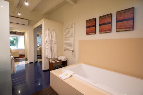 Superior Double Room with Hot Tub Hotel Tancat de Codorniu 3