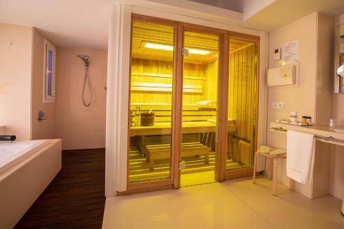 Superior Double Room With Sauna Hotel Tancat de Codorniu 1