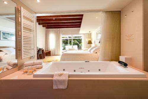 Superior Double Room With Sauna Hotel Tancat de Codorniu 5