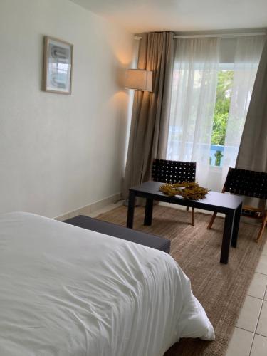 Hotel Motel Lauderdale Inn - image 5