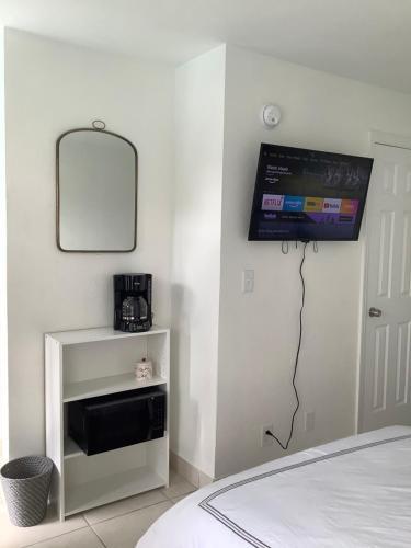 Hotel Motel Lauderdale Inn - image 6